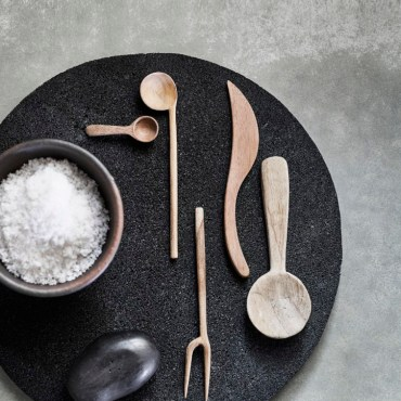 3Muubs-Fork-Olive-E5-Knife-Butter-E4-Spoon-Olive-E5-Plate-Lava-E36-Ske-Salt-E3-Bowl-Hazel-E5-724x1024